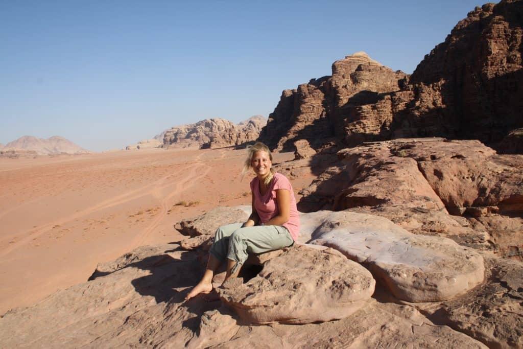 Lineke in Wadi Rum woestijn